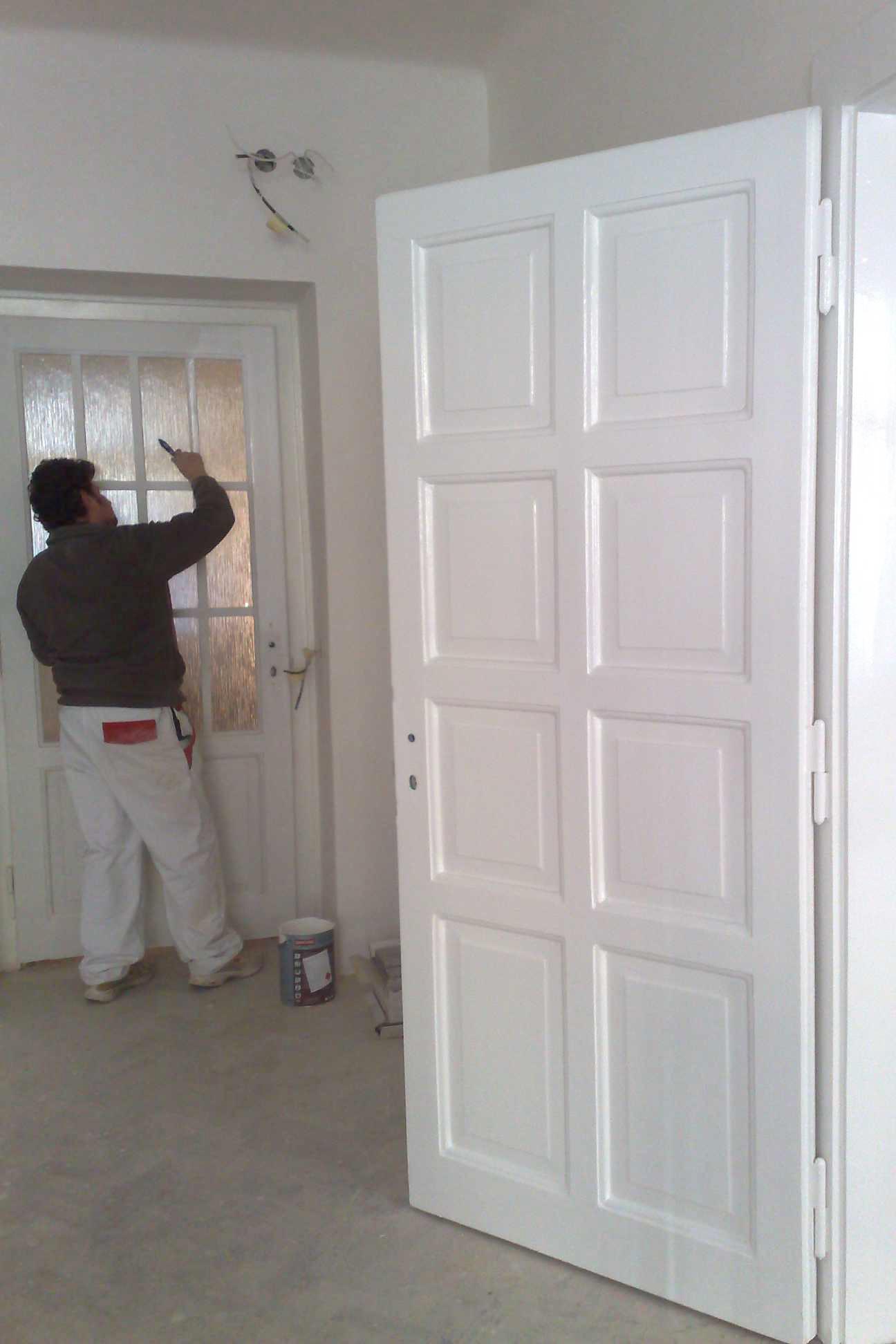 lakýrnické práce dveře